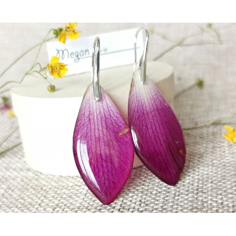 Цикламени листа от орхидея Дендробиум