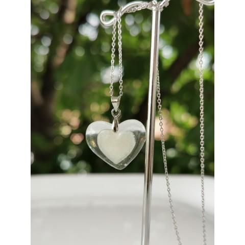 Малък медальон - сърце в сърцето