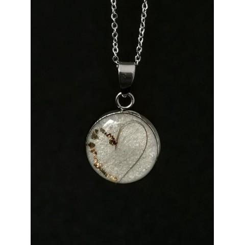 Малък медальон с кърма и коса