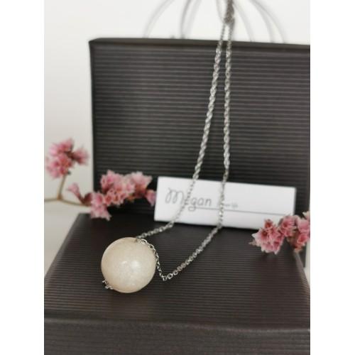 Нежен медальон с перла