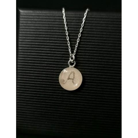 Нежен сребърен медальон с кърма и буква