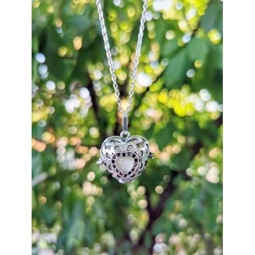 Винтидж медальон сърце с перла