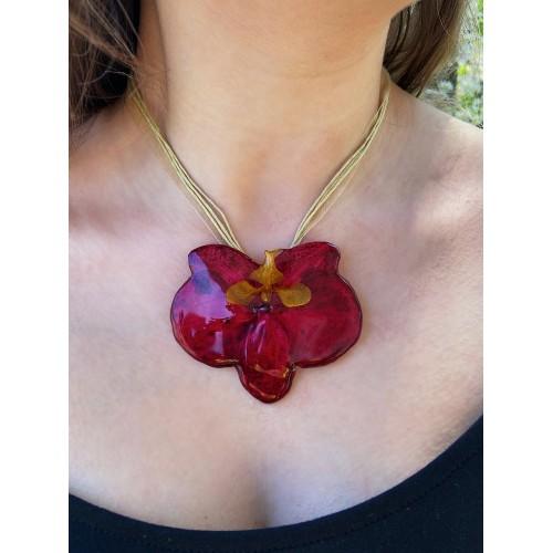 Голяма червена орхидея