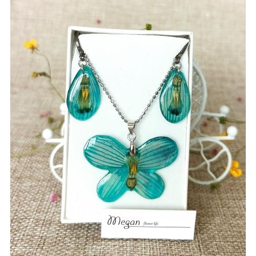 Пеперуда в синьо