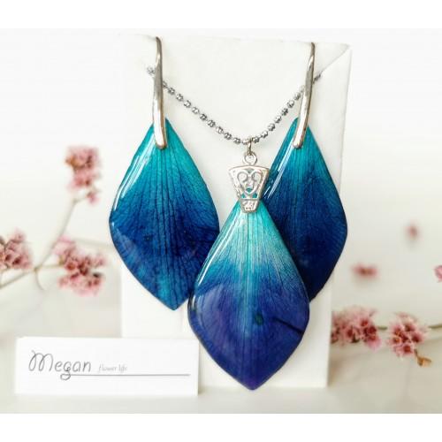 Тюркоазено сини листа на орхидея