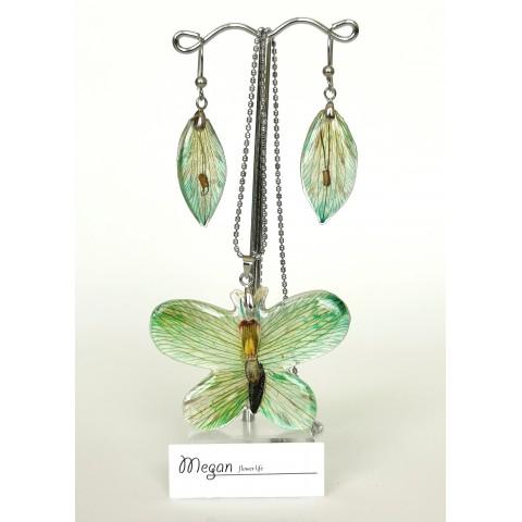 Зелена пеперуда от алстромерия