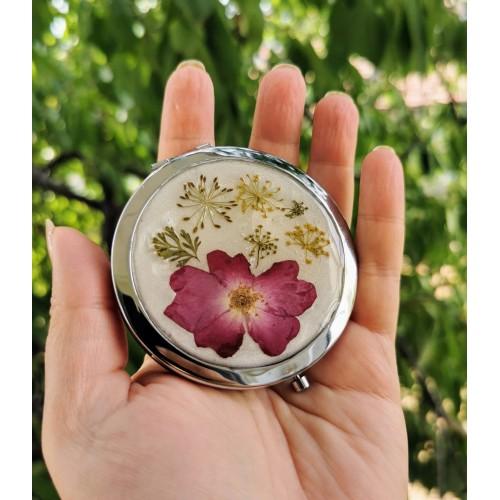Сребърно огледало с цветя