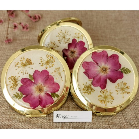 Златно огледало с цветя
