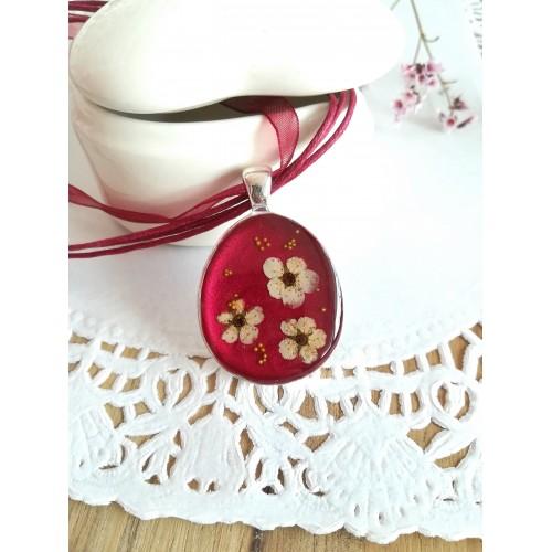 Медальон в червено